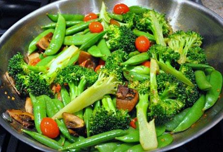 Stir Fry snow peas with broccoli