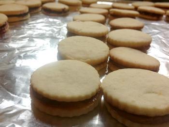 alfajores cookies assembled