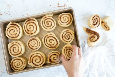 perfect-cinnamon-rolls_in pan before rising and baking